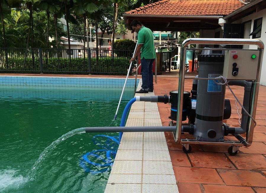 Máy lọc vệ sinh hồ bơi